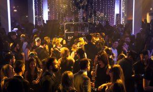 personnes qui dansent lors du bal en noir 2015